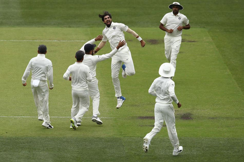 Ind Vs Aus Ishant Sharma Completes 50 Test Wickets Against Australia Gets Praised By Fans