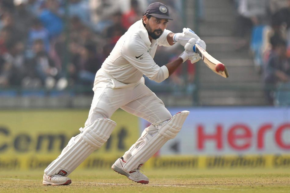Murali Vijay blasts 26 runs in an over to reach century