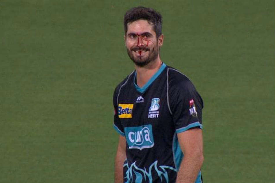 Ben Cutting Drops Catch Into His Own Face Heat S Clash Against The Renegades