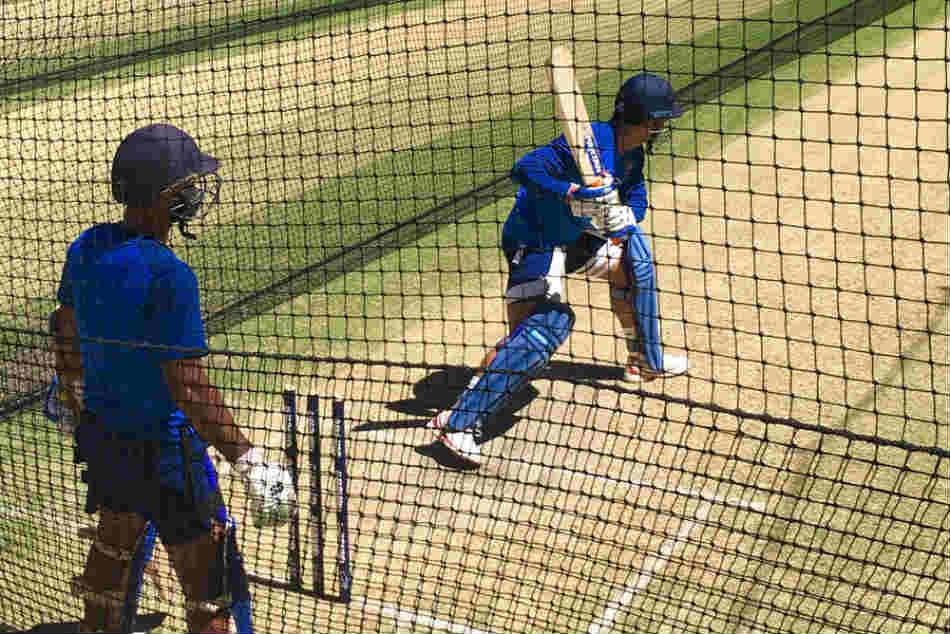 Australia Vs India 2018 19 Dinesh Karthik Gets Tips From Ms