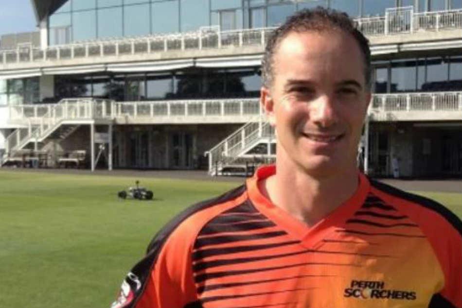 Bbl 2019 Batsman Gets On 7th Ball An Over After Bizarre Ump