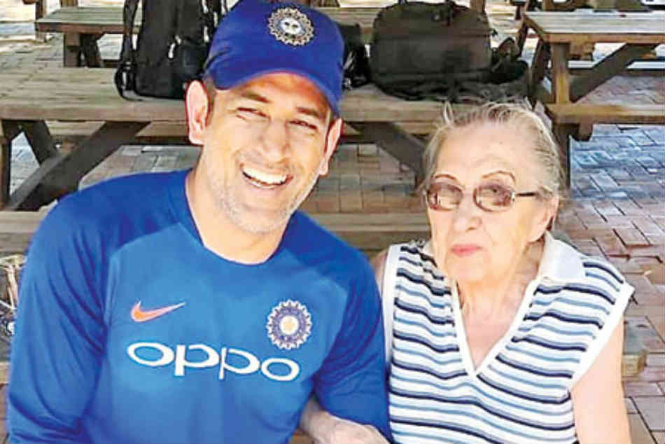 Watch: MS Dhoni makes the day of 87-year-old fan in Australia