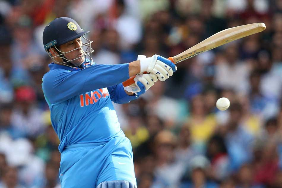 Watch Ms Dhoni Was Not Out Umpire Makes Wrong Call After Ambati Rayudu Uses Up Drs