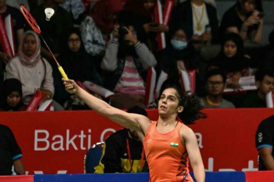 Saina Claims Indonesia Masters Title After Injured Marin Limps Out Of Final