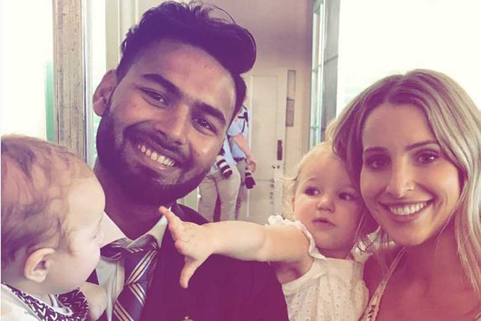 Babysitter Rishabh Pant meets Tim Paines wife Bonnie Paine and kids, picture goes viral on social media