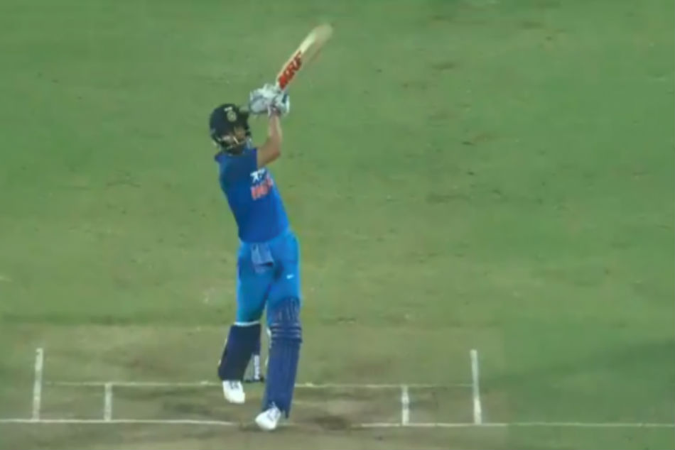 Virat Kohlis short-arm jab to his race with Jadeja - Indian crickets most viewed videos of 2018