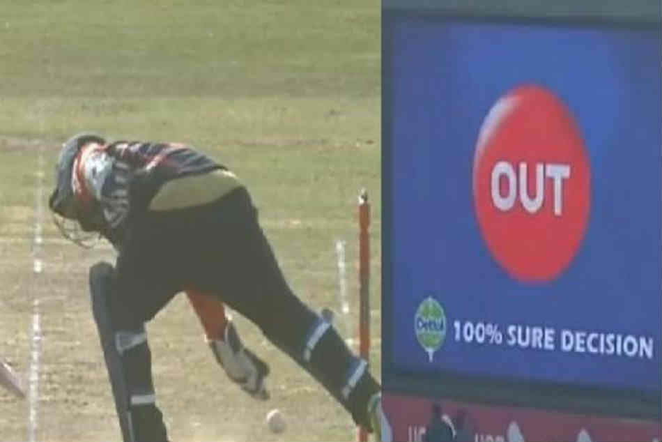 Mohammad Shahzad emulates MS Dhoni with a no-look run-out in Bangladesh Premier League - Watch video