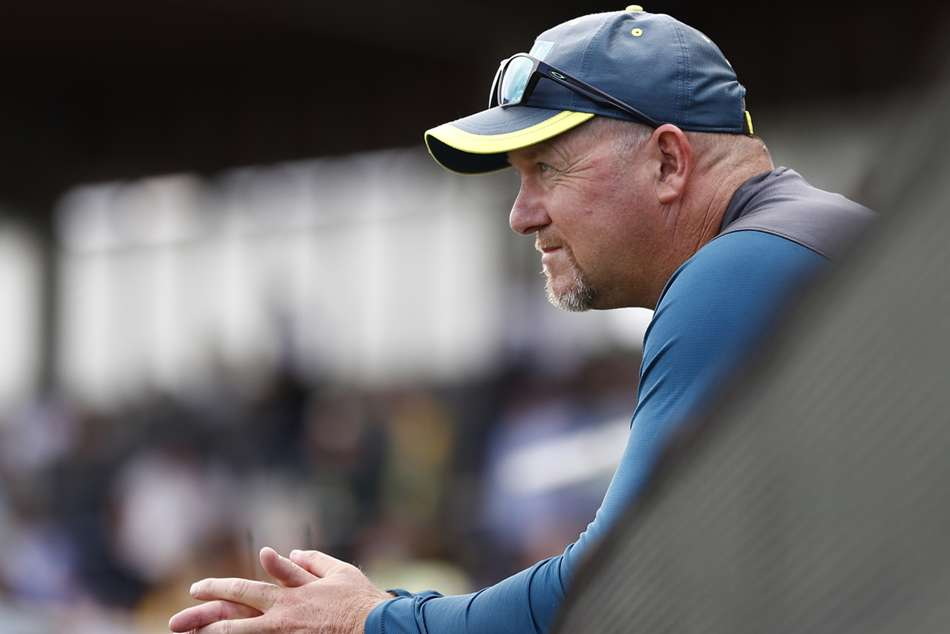 Saker Resigns As Australia Assistant