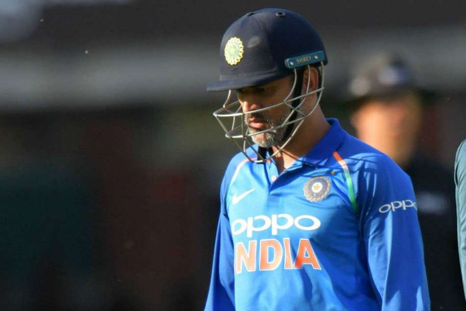 He is finished, MS Dhoni criticised on Twitter after slow knock in 1st T20I against Australia