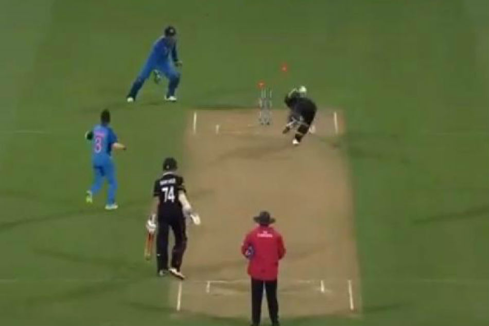 Never Leave Your Crease With Ms Dhoni Behind The Stumps Icc Advises Cricketers