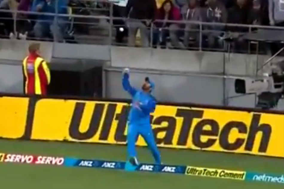 India Vs New Zealand Dinesh Karthik Makes Up Dropped Catch With Stunner