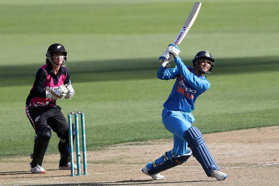 New Zealand women score 161-7 against India in 3rd T20I