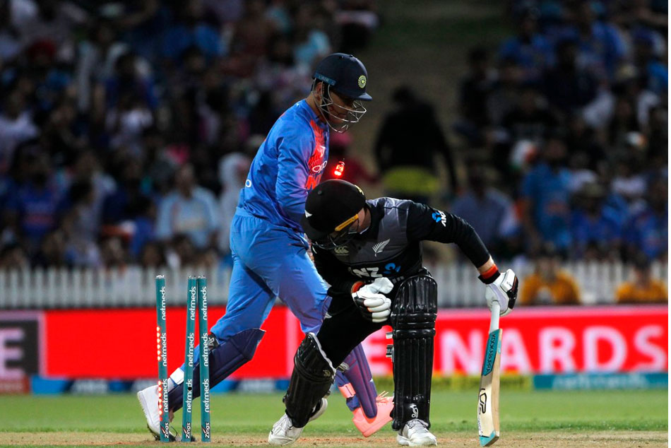 Ms Dhoni Beats The Clock With Lightning Quick Stumping Send Tim Seifert Packing Watch Video