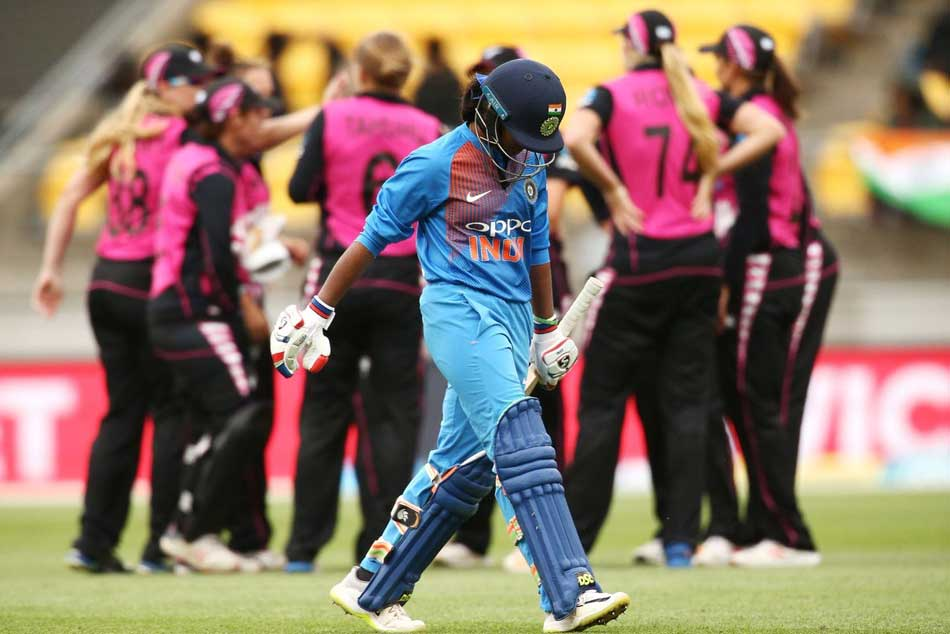 India Vs New Zealand Smriti Mandhana Hammers Fastest Fifty For India In Womens T