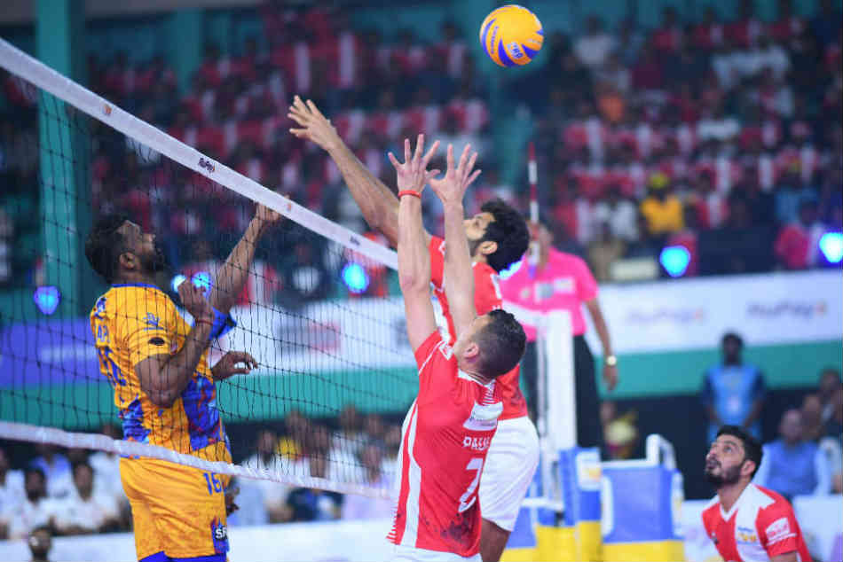 Calicut Heroes Dominate Chennai Spartans 4 1 On Day 2 The Pro Volleyball League