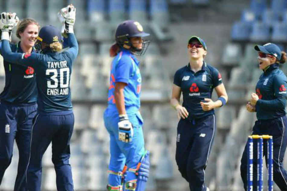 Danni Wyatt Leads England Past India Seal Women S T20 Series