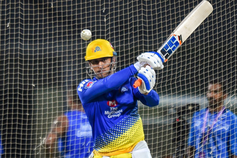 IPL 2019: Thala MS Dhoni hits ball on stadium roof in practice session for CSK – Watch Video