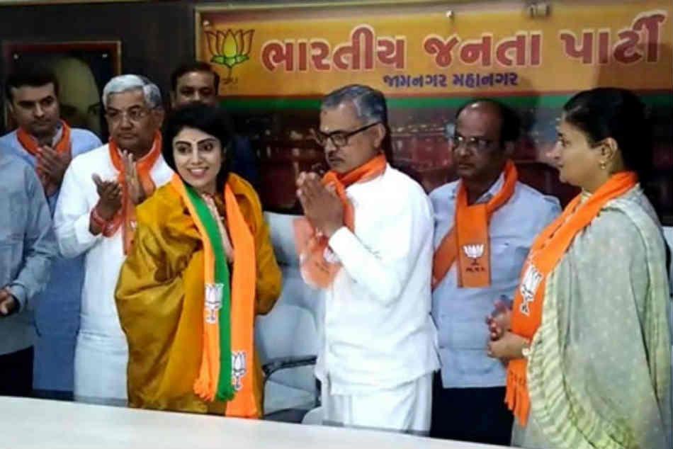 Ravindra Jadeja S Wife Rivaba Joins Bjp