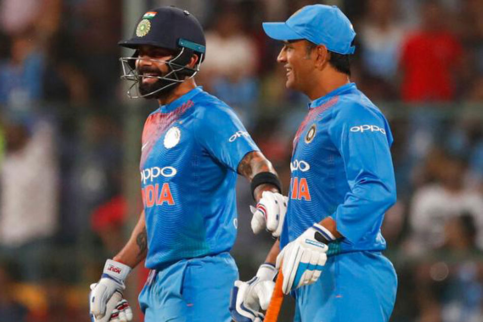Mohali crowd chant Dhoni, Dhoni after Rishabh Pants missed chances vs Australia