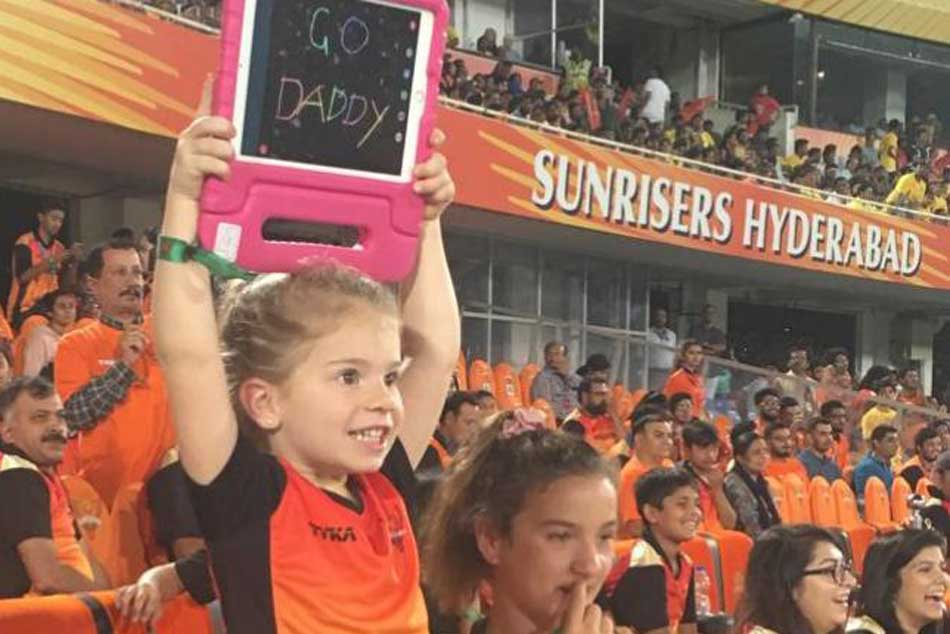 Ipl 2019 David Warner S Daughter Cheering For Daddy During Srh V Csk Match