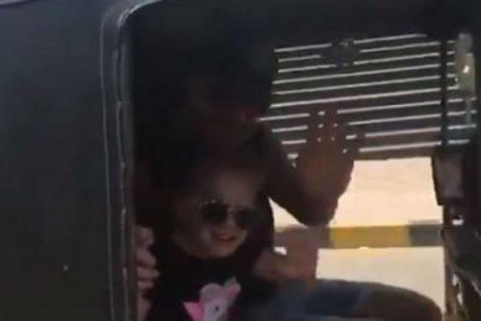 David Warner Enjoys Tuk Tuk Ride With Daughter Ivy Mae In Hyderabad