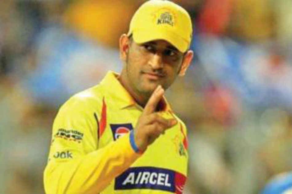 Crowd Erupts As Dhoni Comes To Bat At Mumbai