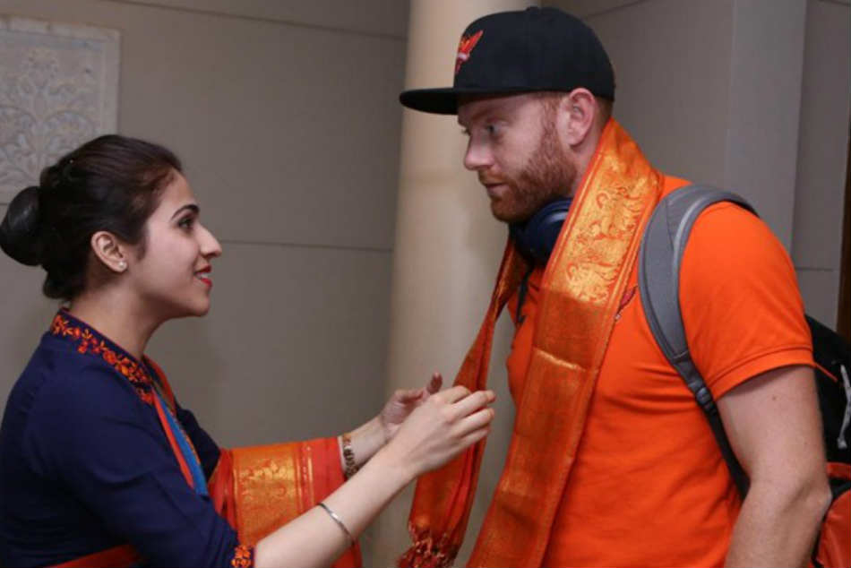 Ms Dhoni Sakshi Story As Jonny Bairstow Makes Eye Contact With Hotel Staff