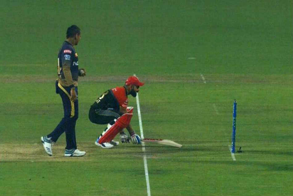 Ipl 2019 Virat Kohli Pretends To Avoid Mankad By Narine In Hilarious Fashion