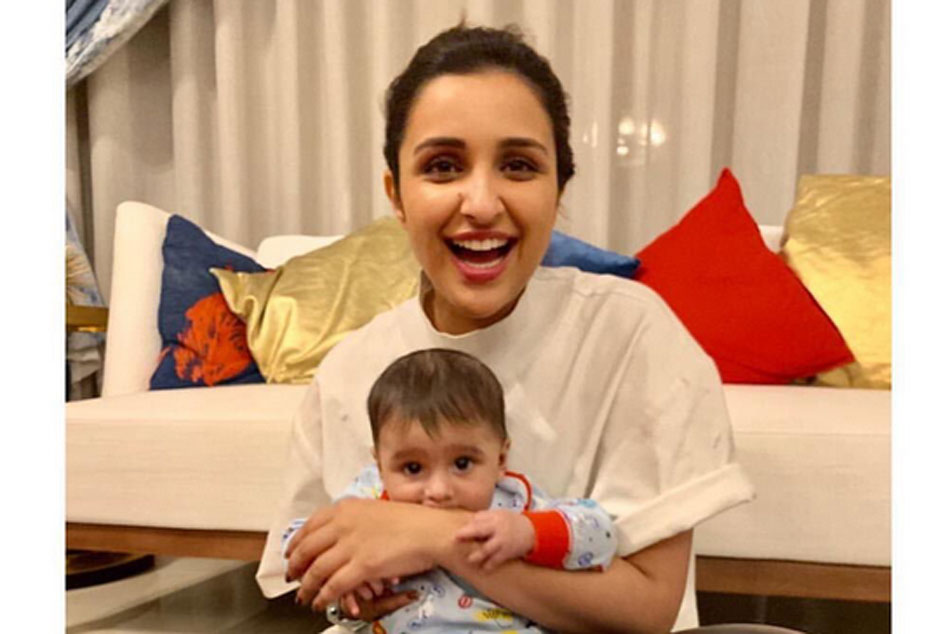 Actress Parineeti Chopra Cute Pic With Sania Mirza S Son