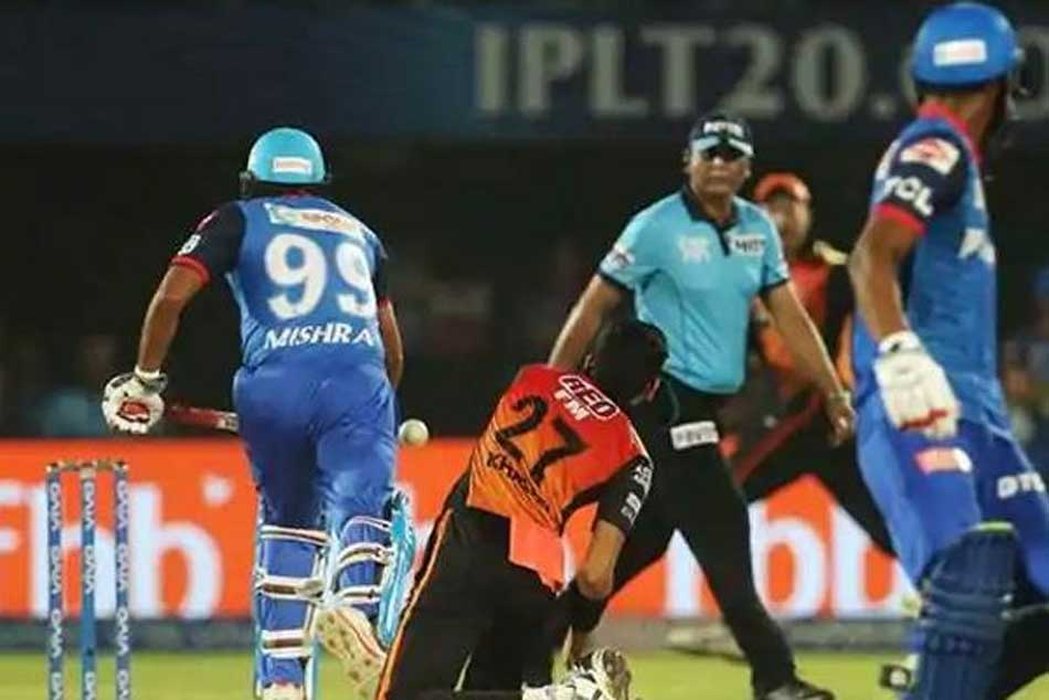 With Amit Mishra Being Second Who Was The First Player To Given Out For Obstructing
