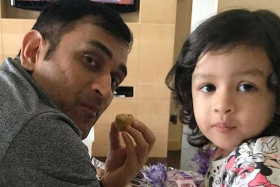 After Ms Dhoni Casts His Vote Here S Daughter Ziva S Special Message For Voters