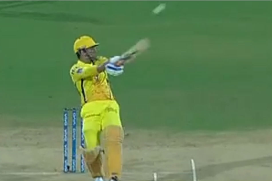 Ipl 2019 Watch Ms Dhoni Smacks One Handed Six Off Chris Morris Nasty Beamer