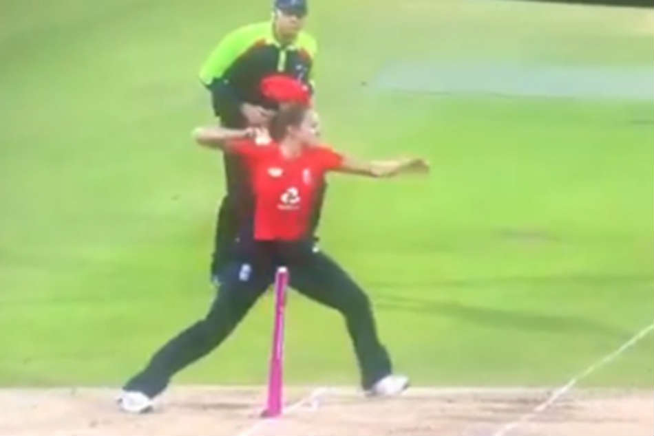 England Women S Cricketer Kate Cross Makes A Blunder In Effecting