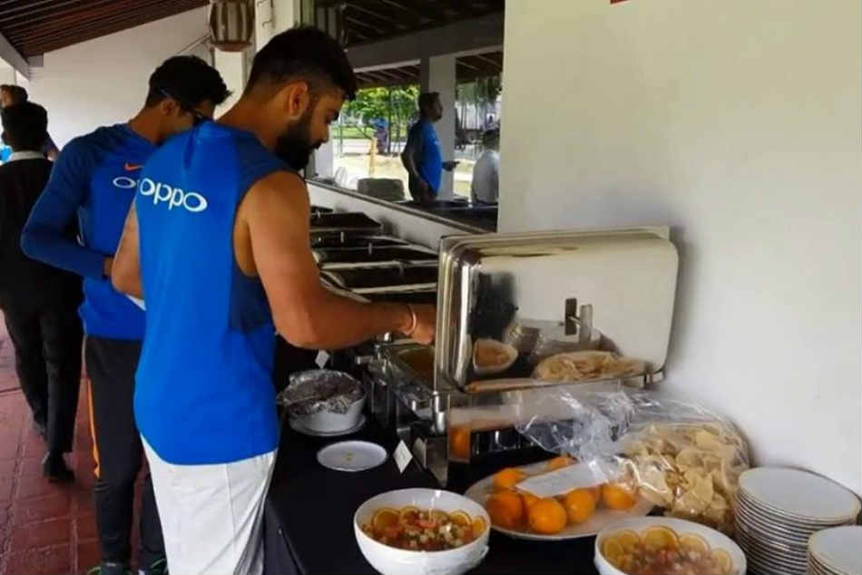 ICC Cricket World Cup 2019, India vs Australia: Virat Kohlis Team eat indian food in England