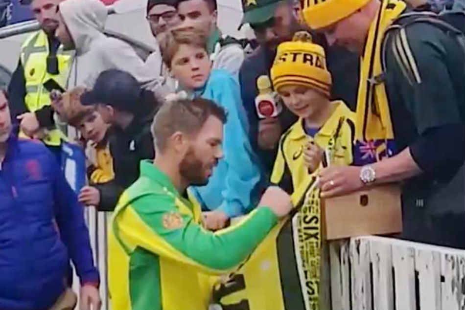 ICC Cricket World Cup 2019: David Warner Gifts Young Australian Fan Man Of The Match Award After Hundred