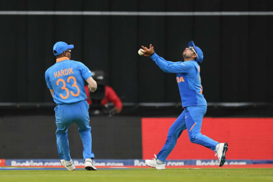 India Vs Sri Lanka Live Score Cwc 2019 Confusion Between Kuldeep Yadav And Hardik Pandya