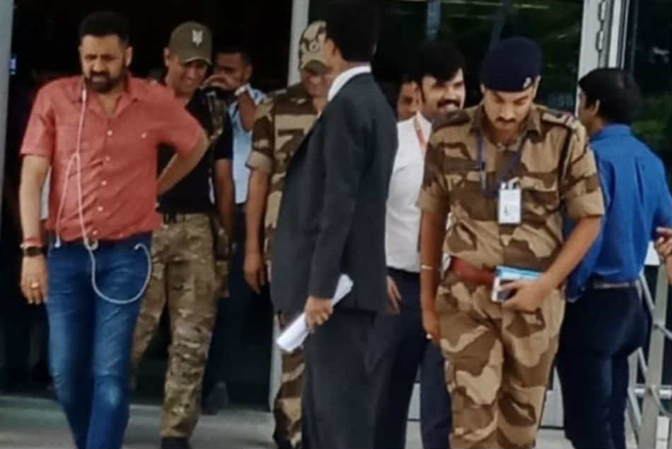 See pics: MS Dhoni returns after completing his stint with Indian Army, reunites with daughter Ziva