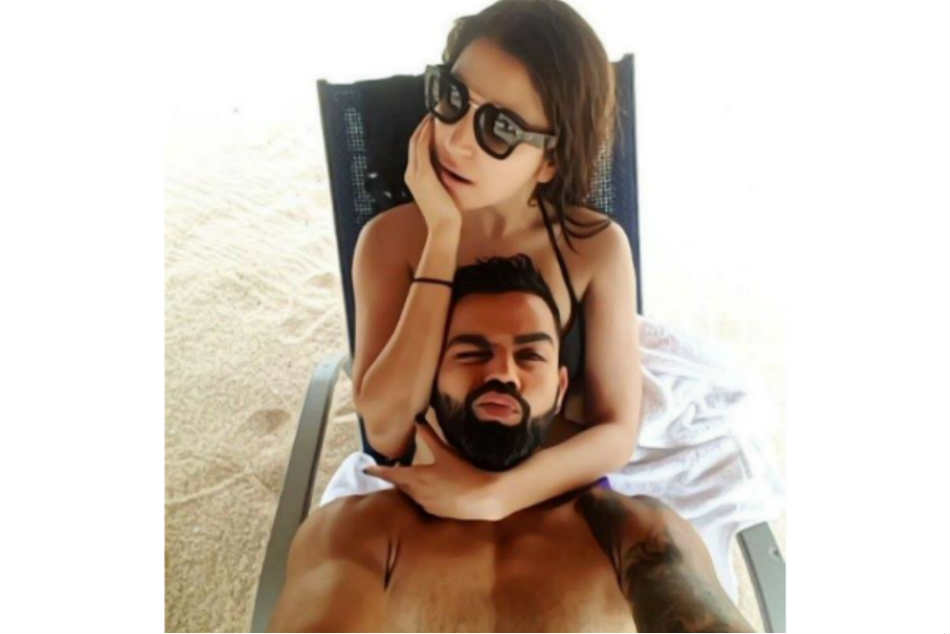 Hilarious: Anushka Sharma With Virat Kohli in His Beach-side Pic Hilarious: Anushka Sharma With Virat Kohli in His Beach-side Pic