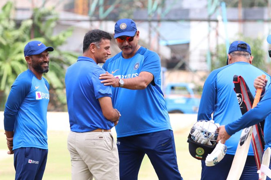 Rahul Dravid meets Head Coach Ravi Shastri in Bengaluru, Shares Inputs With Team India During Practice Session