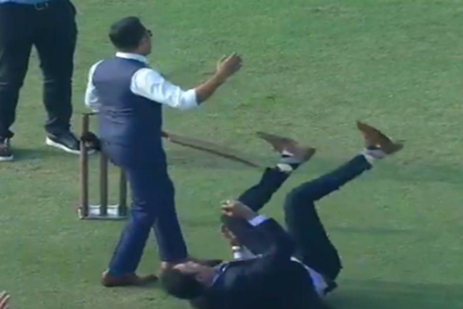 IND vs SA: VVS Laxman picks a super one handed catch in commentators cricket match