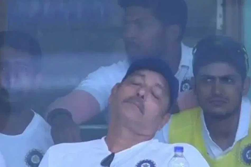 India vs South Africa: Ravi Shastri Sleeping During 3rd Test Match, Photos viral in Social Media