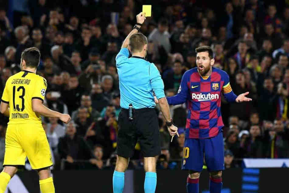 The Goat Just Wanted Some Grass Netizens Divided After Messi Booked For Diving During Barca Match