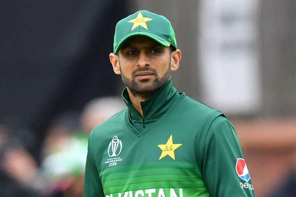 Shoaib Malik return to Pakistan squad for T20 series against Bangladesh