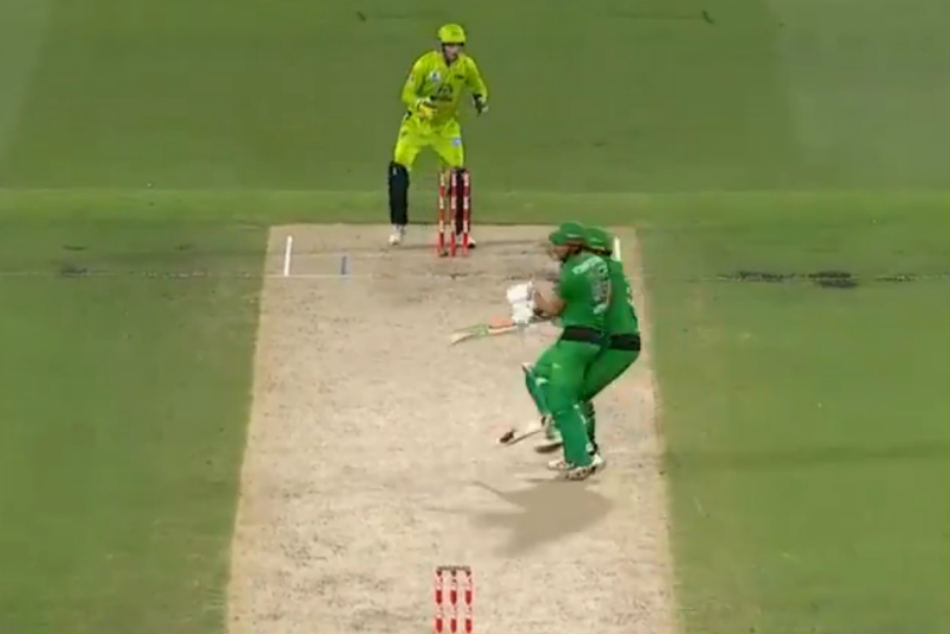 Marcus Stoinis and Nick Larkin collide while taking a single