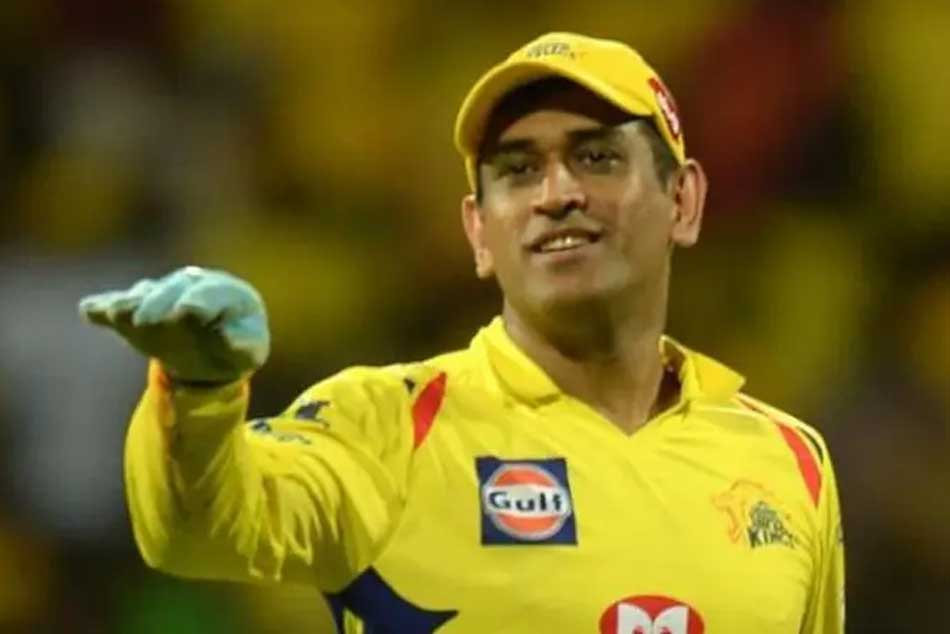 Chennai Super Kings Captain MS Dhoni enjoys 'bathroom' singing session with Piyush Chawla and Parthiv Patel
