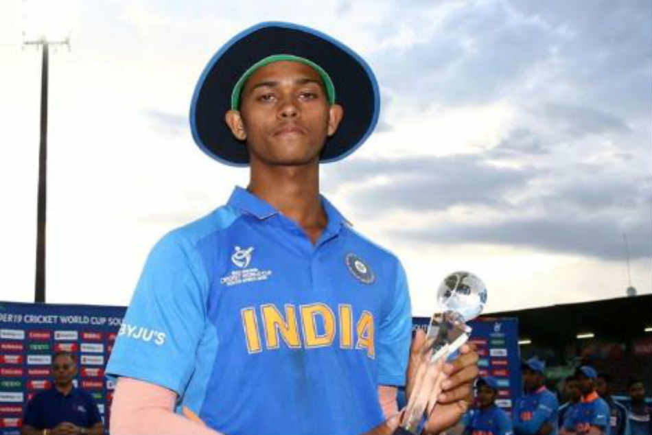 Yashasvi Jaiswal's man of the tournament trophy breaks into two pieces