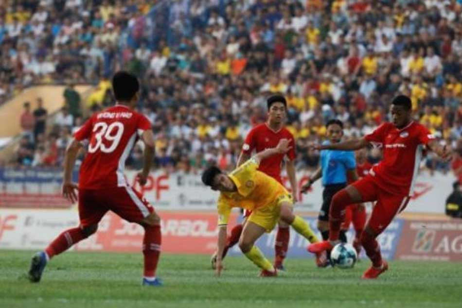 Vietnam soccer league restarts with packed crowds