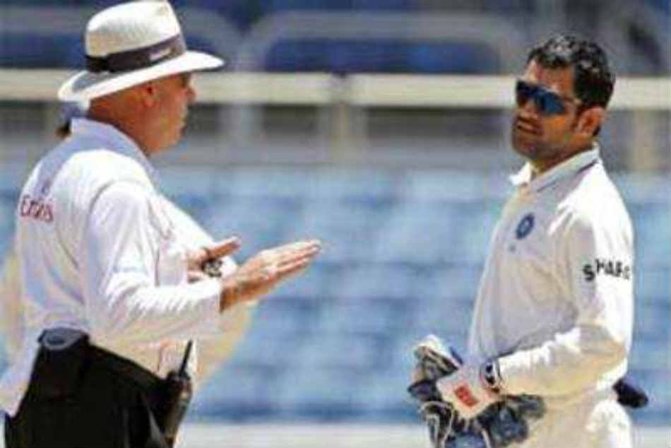 When MS Dhoni was left miffed with umpire Daryl Harper's call