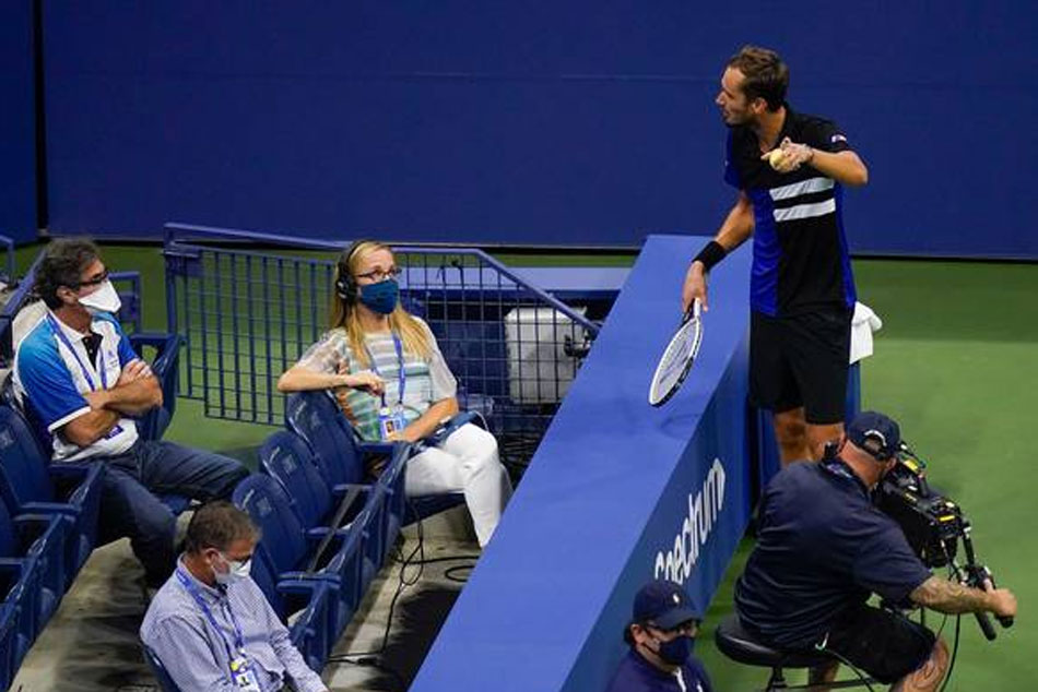 Daniil Medvedev Meltdown At Chair Umpire In Us Open 2020 Semifinal