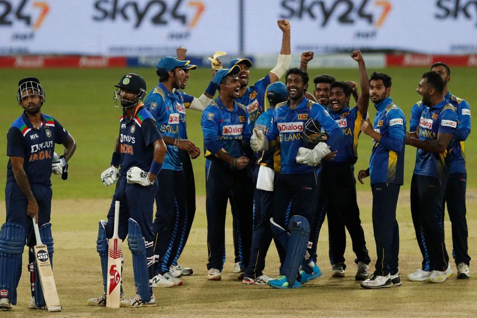 India vs Sri Lanka: వైరల్ వీడియో.. టీమిండియా మ్యాచును ఎంజాయ్ చేసిన టీమిండియా!!